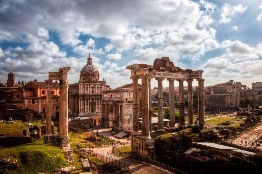 Vista geral do Fórum Romano com o Templo de Júpiter em primeiro plano