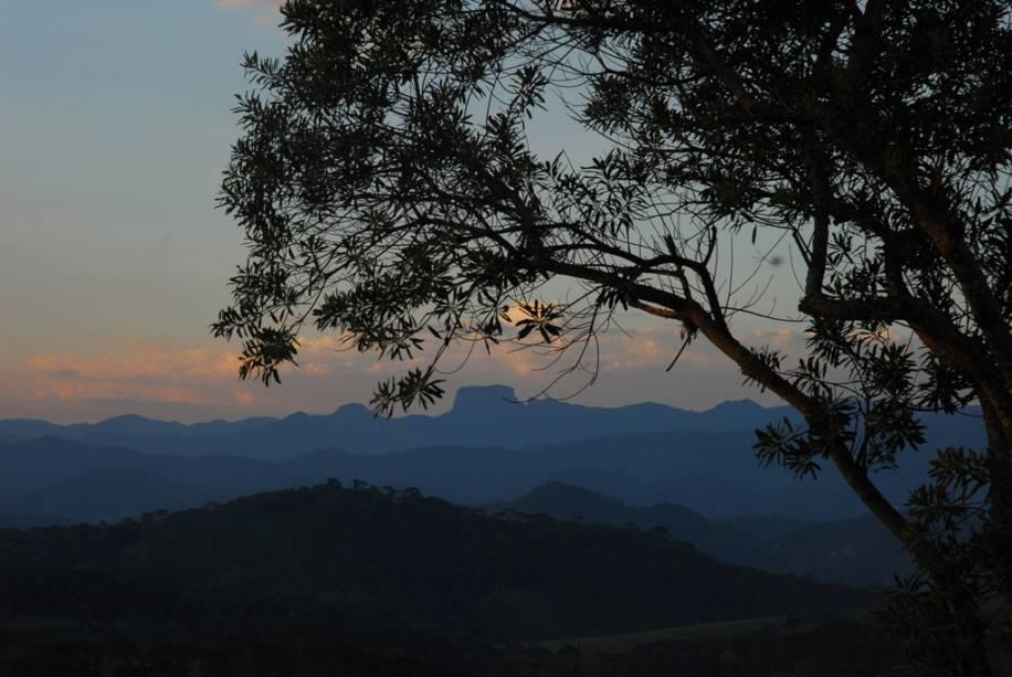 Pedra do Baú, cartão postal da região vista de Santo Antônio do Pinhal.  A caminhada é indicada para quem tem bom preparo físico