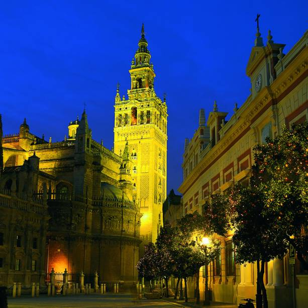 La Giralda, o minarete muçulmano da Catedral de Sevilha, é o principal cartão postal da cidade há mais de 900 anos