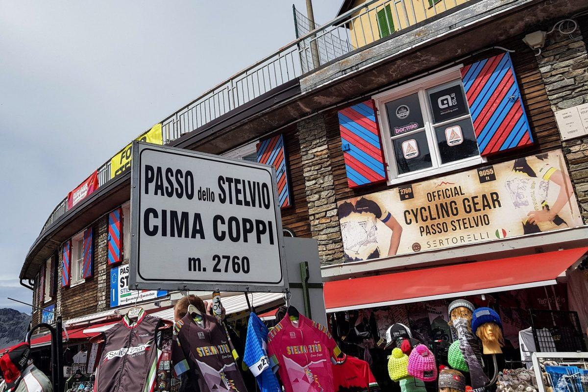 Paisagem montanhosa Alpes Ciclismo Bicicleta Col de Stelvio Itália Alpes italianos Paisagem montanhosa Itália Ciclismo Ciclismo Itália Passo del Stelvio