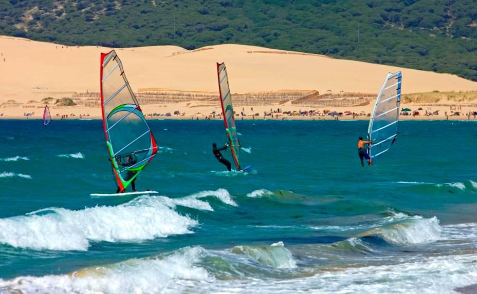 Marinheiros de todo o mundo reúnem-se em Tarifa para desfrutar da irresistível combinação de belas praias, ventos fortes e constantes e muito sol.