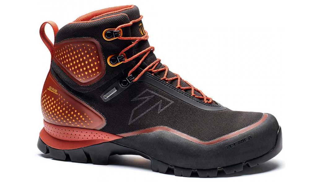 Experimente botas de caminhada em montanha Tecnica Forge S - botas de caminhada em montanha avaliadas