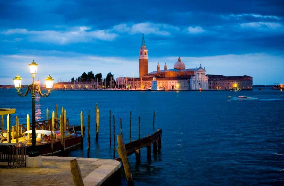 A ilha de San Giorgio Maggiore é um dos muitos belos passeios da Praça de São Marcos a Veneza