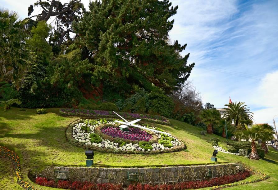 As flores, também conhecidas como Cidade Jardim, estão por toda parte no resort.  O colorido relógio floral se tornou um cartão-postal de Viña