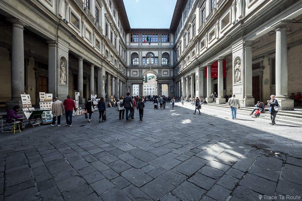 Piazzale degli Uffizi - Escritório do Museu de Florença Itália Travel Gallery - Galeria Uffizi Florença Itália Travel
