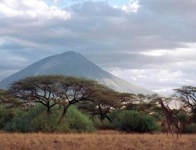 Conquiste a montanha de Deus na Tanzania