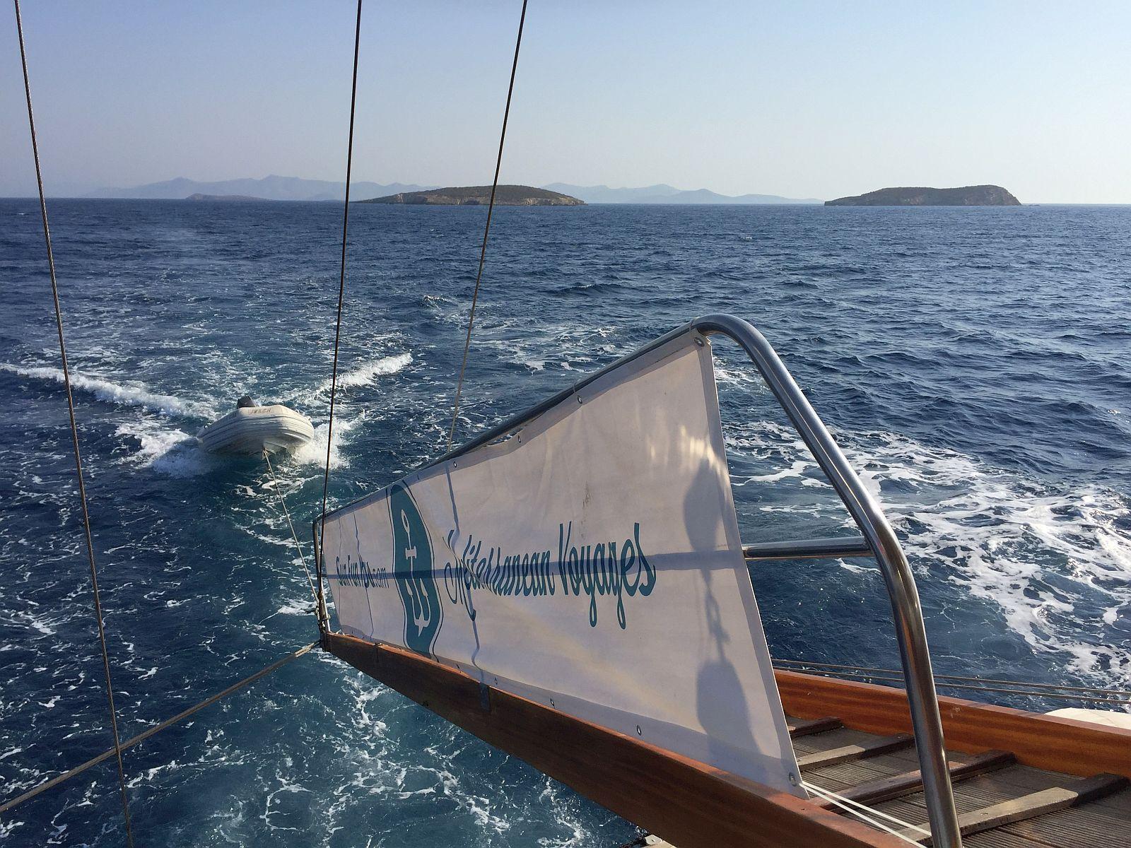 Navegue pelas ilhas gregas ioga caminhada e vinho incluidos