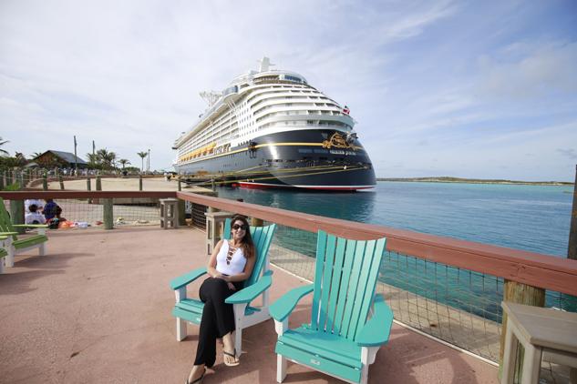 castaway cay ilha da disney nas bahamas vista do navio no porto